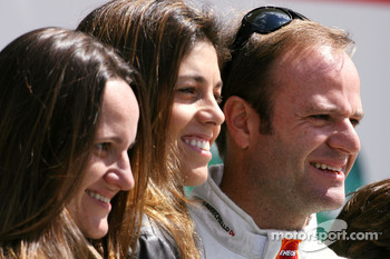 Rubens Barrichello, Honda Racing F1 Team celebrates his 257th GP with his wife and sister