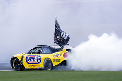 Burnout contest: Clint Bowyer competes in the burnout contest