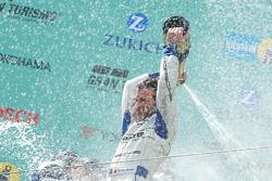 Podium: champagne for Romain Dumas