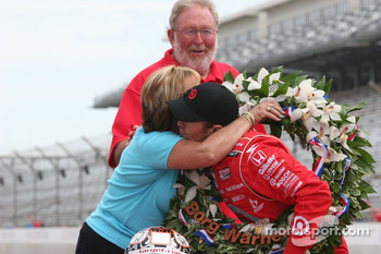 Scott Dixon's mother Glenys gives him a hug as his father Ron looks on