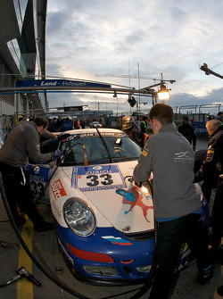 Pit stop for #33 Land-Motorsport PZ Aschaffenburg Porsche 997 Cup: Sergey Matveev, Valeriy Gorban, Stanislav Gryazin