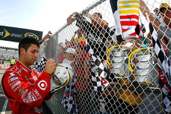 Reed Sorenson signs autographs
