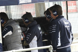 Sam Michael, WilliamsF1 Team, Technical director on the pitwall