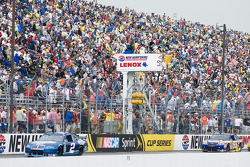 NASCAR-CUP: Kurt Busch takes the yellow flag for rain
