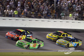 Kyle Busch leads Jeff Gordon, Carl Edwards and Matt Kenseth