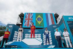 Podium: racewinnaar Lucas di Grassi, ABT Schaeffler Audi Sport, tweede plaats Sam Bird, DS Virgin Racing Formula E Team, derde plaats Robin Frijns, Amlin Andretti