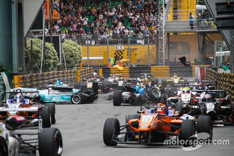 F3周六资格赛中嘉思栏马路的碰撞