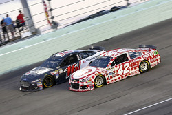 Greg Biffle, Roush Fenway Racing Ford and Kyle Larson, Chip Ganassi Racing Chevrolet