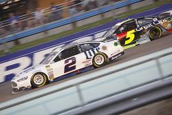 Brad Keselowski, Team Penske Ford and Kasey Kahne, Hendrick Motorsports Chevrolet