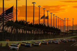 Restart: Kasey Kahne, Hendrick Motorsports Chevrolet leads the field