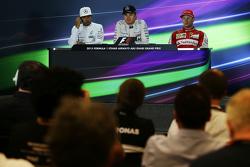 赛后FIA新闻发布会:冠军尼科·罗斯伯格,梅赛德斯车队;亚军刘易斯·汉密尔顿,梅赛德斯车队;季军基米·莱科宁,法拉利车队