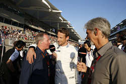Martin Brundle, Jenson Button, McLaren MP4-30 and Damon Hill
