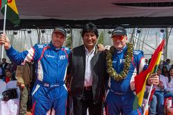 #307 Toyota: Vladimir Vasilyev, Konstantin Zhiltsov with the president of Bolivia, Evo Morales