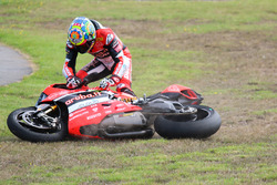 Chaz Davies, Aruba.it Racing - Ducati Team crash