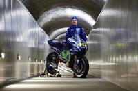 MotoGP Фото - Руководитель команды Movistar Yamaha MotoGP Team Массимо Мерегалли с мотоциклом Yamaha YZR-M1 2016 года Валентино Росси, Yamaha Factory Racing