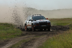 #8 Porsche Cayenne S Transsyberia: Ding Luo and Eddie Keng