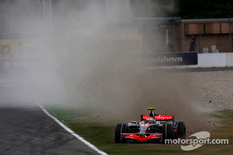 Heikki Kovalainen, McLaren Mercedes, MP4-23 in the gravel