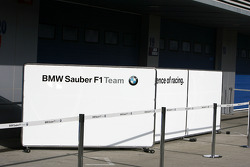 BMW Sauber F1 Team, pit garage