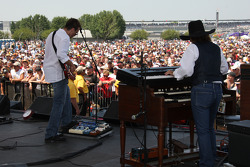 The Charlie Daniels Band performs for race fans