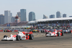 Ryan Briscoe leads Helio Castroneves