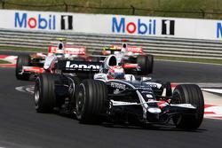 Kazuki Nakajima, Williams F1 Team, FW30 leads Giancarlo Fisichella, Force India F1 Team, VJM-01