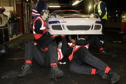 Pit stop for #124 Mühlner Motorsport Porsche 911 GT3 Cup S: Duncan Huisman, Paul Van Splunteren, Ian Khan, Roeland Voerman