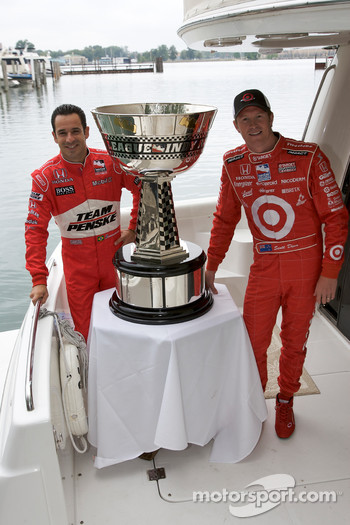 IndyCar Series 2008 contenders photoshoot: Helio Castroneves and Scott Dixon with the Indy Racing League Championship trophy