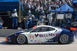 #71 Tafel Racing Ferrari F430 GT: Dirk Muller, Dominik Farnbacher heads back to track after a 20-minute repair on its starter motor