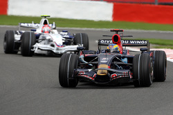 Sébastien Bourdais, Scuderia Toro Rosso, STR03 leads Robert Kubica, BMW Sauber F1 Team, F1.08