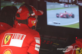 Michael Schumacher, Test Driver, Scuderia Ferrari watches Felipe Massa, Scuderia Ferrari on the TV Monitor