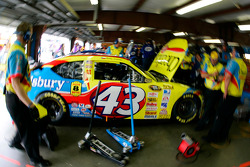 Bobby Labonte's crew at work