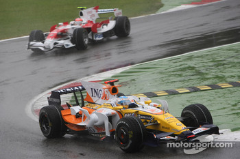 Fernando Alonso, Renault F1 Team, R28 leads Timo Glock, Toyota F1 Team, TF108