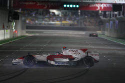 Jarno Trulli, Toyota Racing, TF108, spins and then drives the wrong way on the circuit