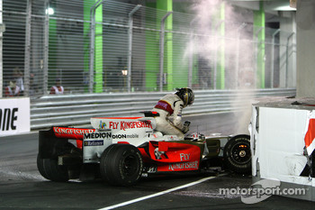 Adrian Sutil, Force India F1 Team, crashes