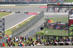 David Coulthard, Red Bull Racing heavy crash in the barriers