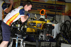Mechanics work on the car of Fernando Alonso, Renault F1 Team