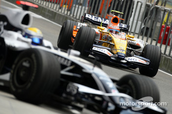 Nico Rosberg, WilliamsF1 Team, Nelson A. Piquet, Renault F1 Team