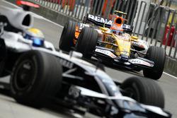 Nico Rosberg, WilliamsF1 Team, Nelson A. Piquet, Renault F1 Team