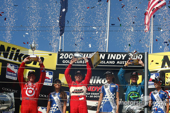 Podium: race winner Ryan Briscoe, second place Scott Dixon, third place Ryan Hunter-Reay