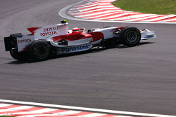 Timo Glock, Toyota F1 Team spins during qualifying