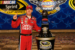 Victory lane: race winner Carl Edwards