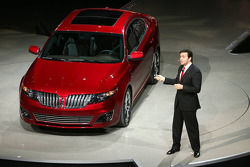 Lincoln MKT presented by Mark Fields Executive Vice President Ford Motor Company