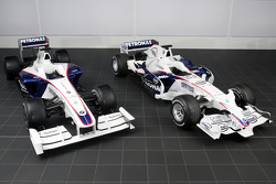 The BMW Sauber F1.09 (on the left), the BMW Sauber F1.08 (on the right)
