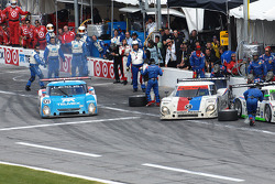 Last pit stops for #58 Brumos Racing Porsche Riley: David Donohue, Antonio Garcia, Darren Law, Buddy Rice and #01 Chip Ganassi Racing with Felix Sabates Lexus Riley: Juan Pablo Montoya, Scott Pruett, Memo Rojas