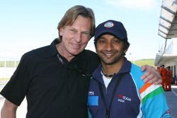 David Sears with Narain Karthikeyan, driver of A1 Team India