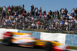 Fernando Alonso, Renault F1 Team passes his fans