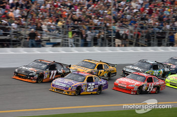 Jamie McMurray, Roush Fenway Racing Ford, Denny Hamlin, Joe Gibbs Racing Toyota