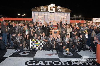 Victory lane: race winner Matt Kenseth, Roush Fenway Racing Ford celebrates with his team