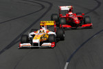 Fernando Alonso, Renault F1 Team, R29, Kimi Raikkonen, Scuderia Ferrari, F60