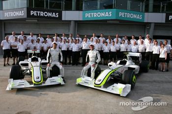 Brawn GP group picture, Jenson Button, Brawn GP, Rubens Barrichello, Brawn GP and Ross Brawn Team Principal, Brawn GP